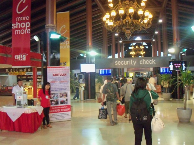 Around the Security Check.. Unlike some major international airports, shops, stands, and another pleasure points are located before and after the Security Checks (which somehow imply how security point isn't considered very 'serious' in Indonesian airports :D )