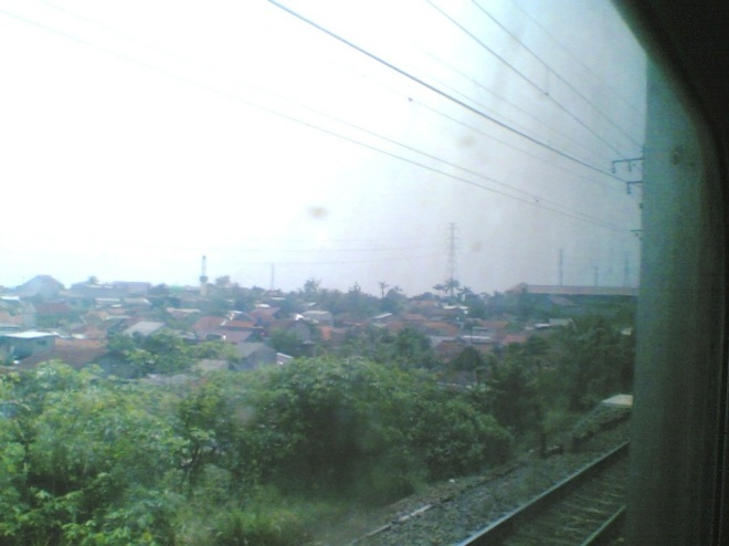 Pemandangan pemukiman dan daerah pedagangan di Citayam, salah satu view yang pasti paling diingat oleh penumpang KRL Bogor - Jakarta