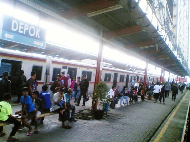 Stasiun Depok (menghadap ke Utara)