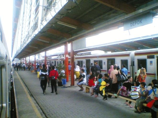 Stasiun Depok (menghadap ke Selatan)