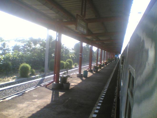 Stasiun Rawa Buaya, menghadap ke arah Jakarta
