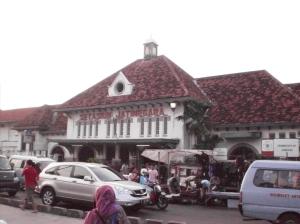 Gedung Tua Stasiun Jatinegara peninggalan Belanda