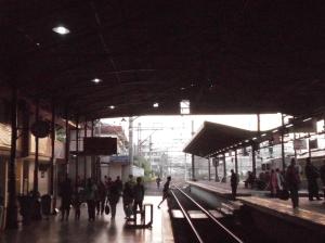 Stasiun Jatinegara menghadap ke arah Barat (Manggarai, Jakarta)