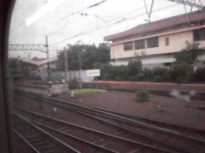 Kereta memasuki Stasiun Jatinegara