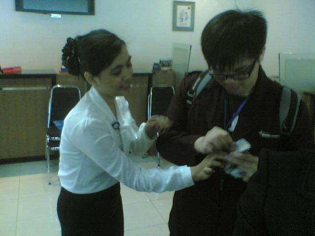 Praktek melipat uang - ini adalah skill yg wajib dimiliki calon Kasir dan Customer Service