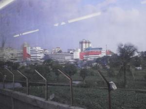 Menuju Stasiun Kampung Bandan, terlihat bangunan2 di daerah Mangga Dua