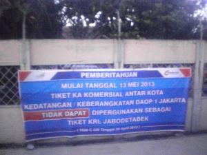 Salah satu spanduk informasi dari PT KAI Commuter