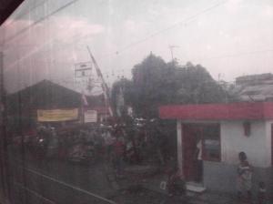 Perlintasan sebidang dekat Stasiun Sentiong