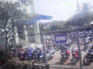 KRL tiba di Stasiun Serpong