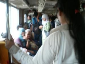 Kepadatan penumpang di KRL dari Stasiun Serpong