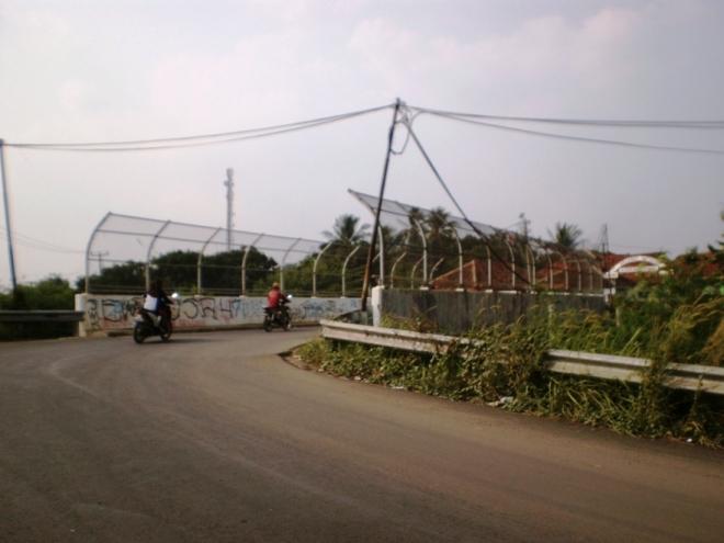 Jembatan layang di atas rel kereta api
