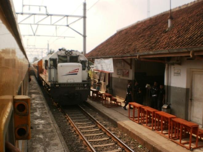 The train just left Maja Railway Station