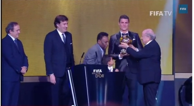Cristiano Ronaldo accepted the Baloon d'Or award, accompanied by his young boy on the stage