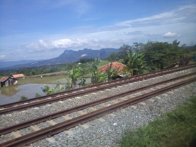 The stunning views around Purwakarta - Jatiluhur - Sadang - it is just amazing to see railways touching the beautiful plateau beside