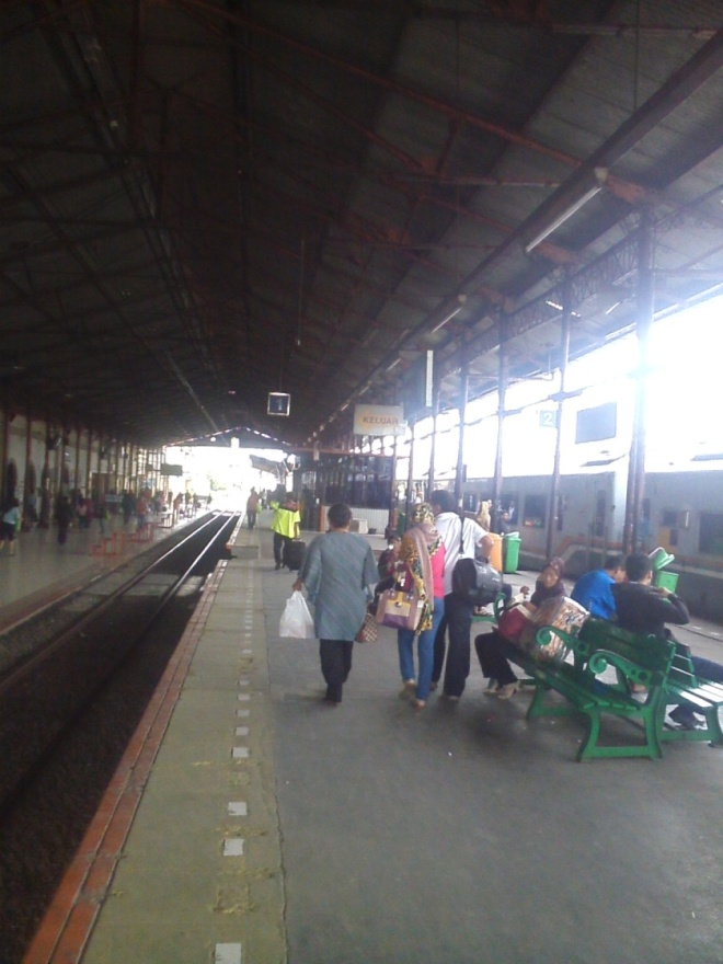 Jatinegara Railway Station, a big station in East Jakarta. I stopped here while the train was continuing the journey to Gambir Station in Central Jakarta