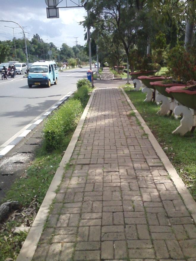 Trotoar Jl. Mayjen Sutoyo 2