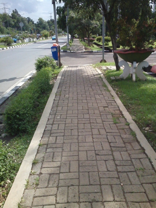 Jl.. Mayjen Sutoyo - di depan Kodam Jaya