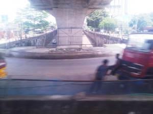 Perlintasan sebidang Jalan Baru / Bogor Outer Ring Road - terlihat jalan layang tolnya sudah hampir selesai