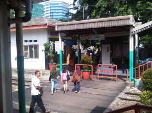 Pintu masuk stasiun Cawang