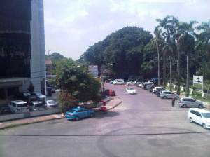 Sisi Barat rel perkantoran di ruas Manggarai - Cikini