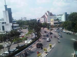 PErsimpangan Jalan Diponegoro - Cikini Raya - Raden Saleh (sisi Timur)... dari sini sudah lebih dekat menuju kawasan Tugu Proklamasi, UI Salemba, dan RS. Dr. Cipto