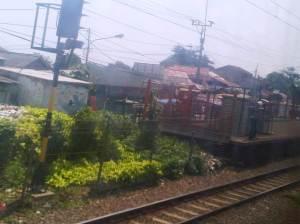 KRL memasuki Stasiun Cilebut