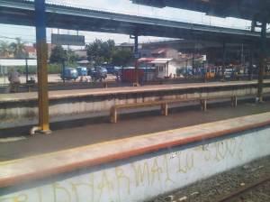 Stasiun Depok Baru - terlihat fly over Kota Depok ke arah sisi Barat Kota