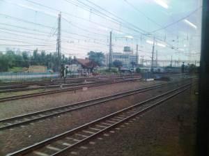 KRL memasuki stasiun Manggarai - sisi Barat