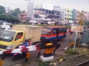 Jalan Raya Pasar MInggu yang ramai