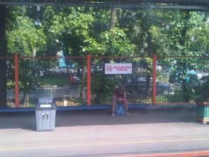 Stasiun Univ Pancasila (2) - terlihat kampus di sisi Barat rel, di seberang jalan raya Lenteng Agung