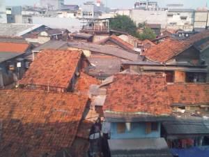 Pemukiman kawasan Mangga Dua yang terlihat dari atas rel KA