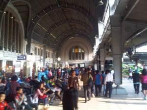 Stasiun Jakarta Kota pagi hari