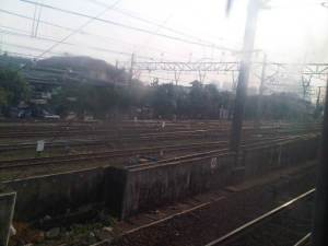 KRL mulai bergerak perlahan meninggalkan Stasiun Kota
