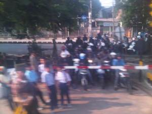Salah satu perlintasan sebidang di Jl. Raya Bekas Timur