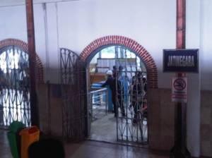 Stasiun Jatinegara 2 - Pintu masuk keluar penumpang ke arah Jl. Jatinegara