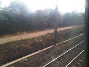 KRL beranjak meninggalkan Stasiun Buaran - di sini pengerjaan double-double track tidak begitu terlihat