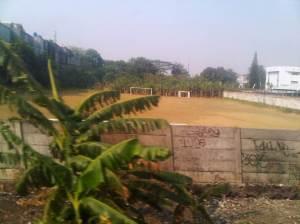Salah satu lapangan bola yang tertangkap kamera hp ku jelang masuk St Kranji