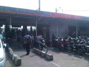 Tampak depan Stasiun Bekasi . My trip is now over