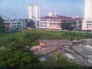 View dari rel sebelum Stasiun Sawah Besar