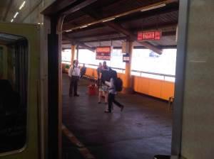 Stasiun Gondangdia 3 - sisi Barat, pintu terbuka di sisi ini kalo ke arah Bekasi