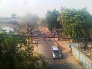 Jalan arteri menuju Stasiun Manggarai