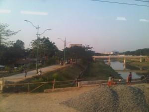 Jembatan Banjir Kanal Timur - area sekitar tertata rapi dan indah - sisi Utara