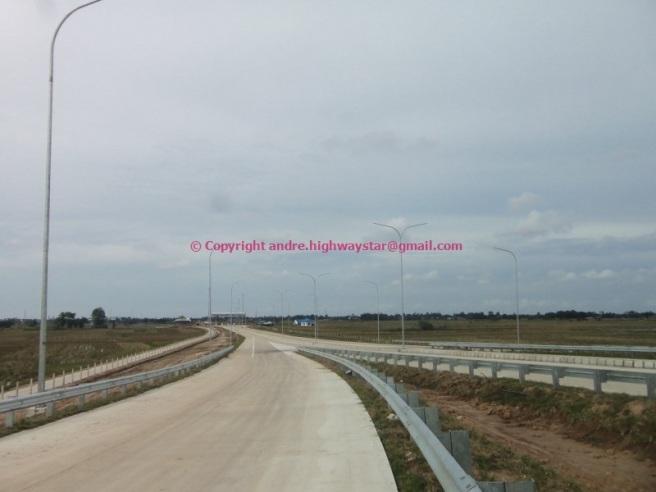Dari interchange mengarah keluar ke GT Lubuk Pakam